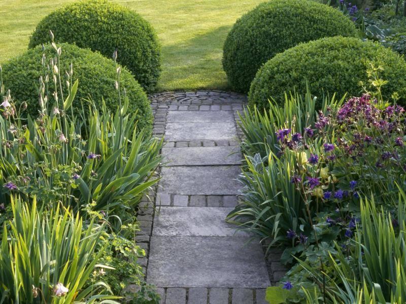 Trittfest bei jedem Wetter: Fachgerecht Gartenwege anlegen