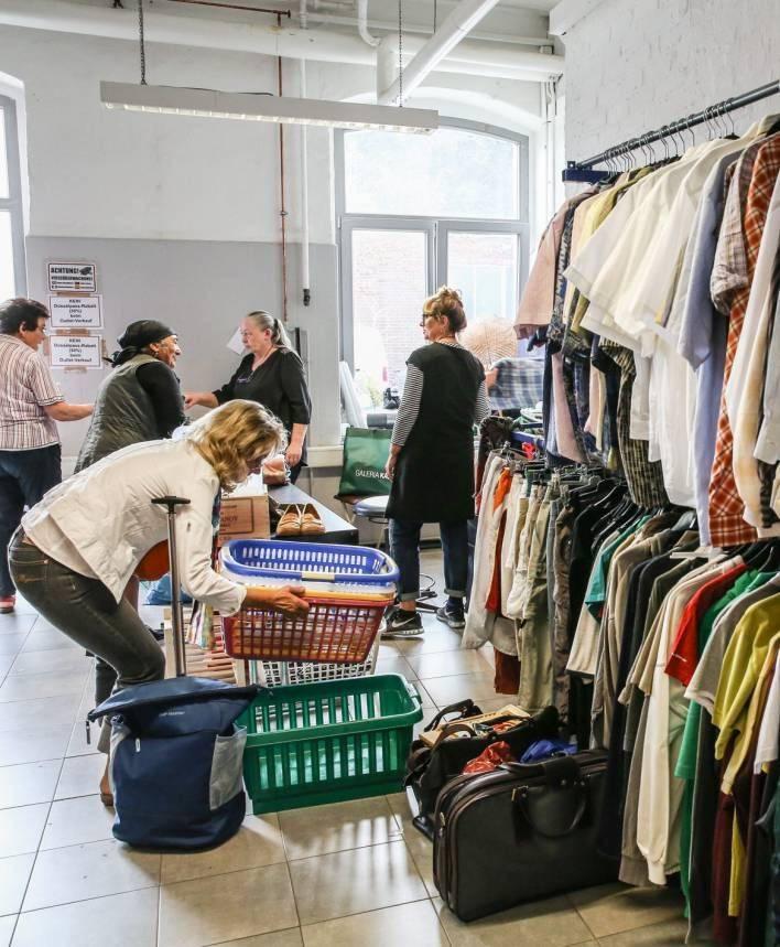 Sozialkaufhaus Spendet Tageseinnahmen Nach Afrika