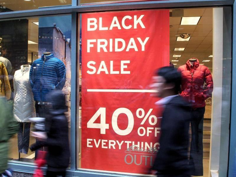 Konsumrausch vor Weihnachten: Power-Shopping am Black Friday in den ...