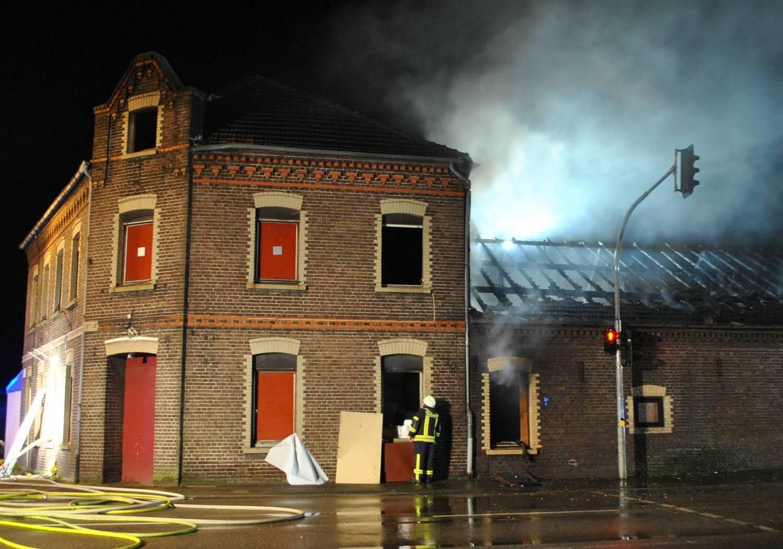 Anbau des Nachtclubs in Leuth komplett niedergebrannt