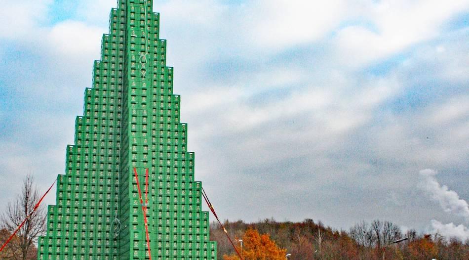 Bier Weihnachtsbaum.In Krefeld Steht Der Höchste Bierkasten Weihnachtsbaum Der Welt