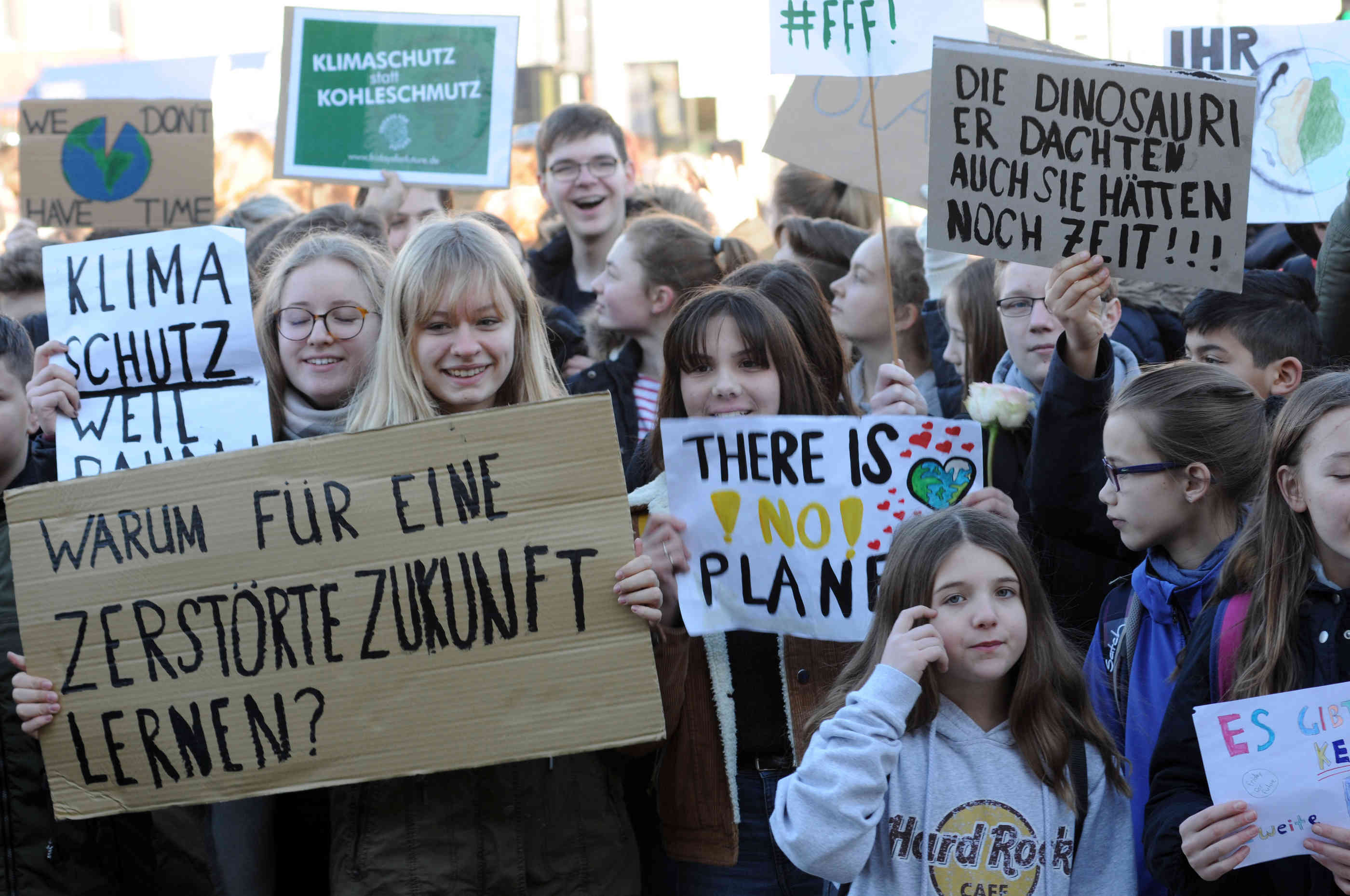 """Friday For Future: """"Fridays For Future"""" In Wuppertal"""