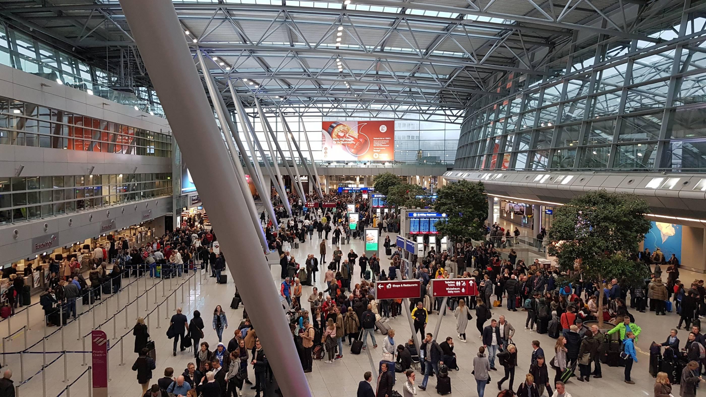 Flughafen Düsseldorf geräumt