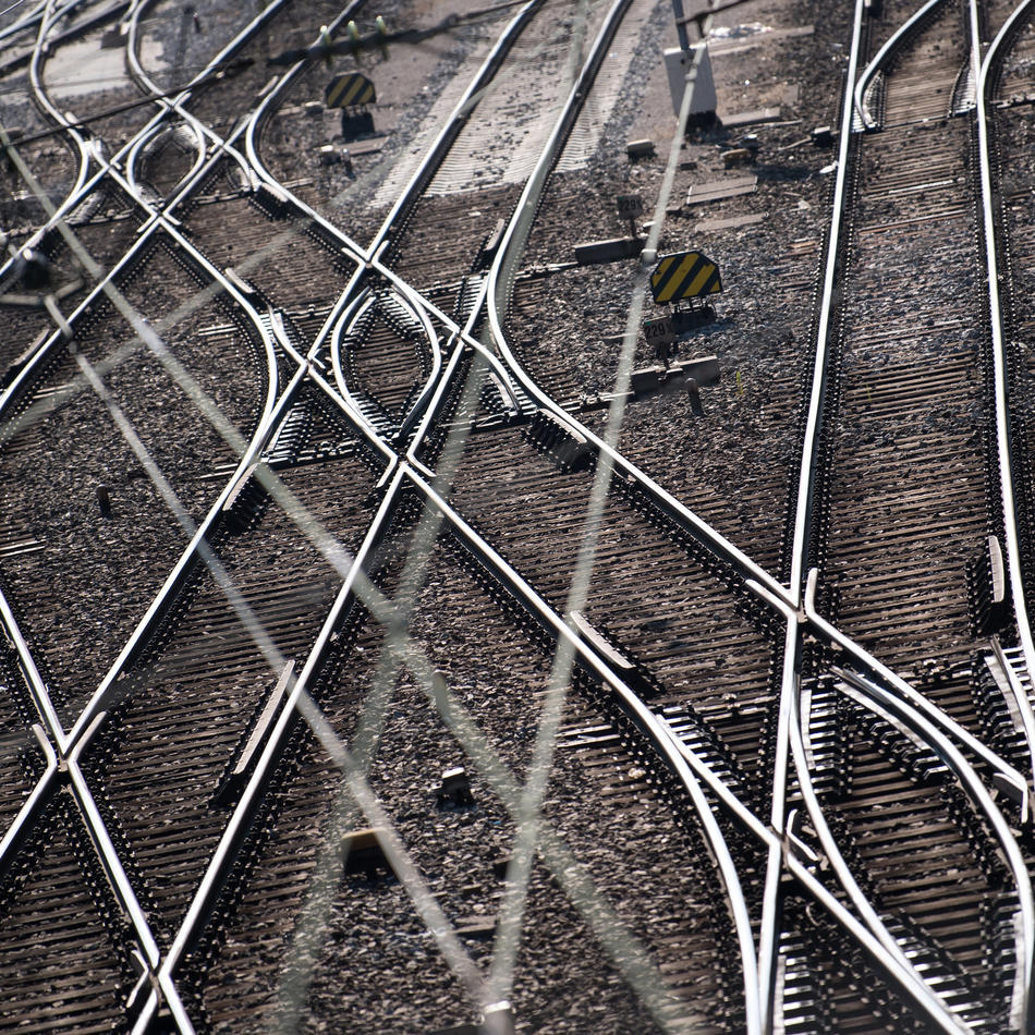 Sturmgefahr: Bahn sperrt Zugstrecke im Ruhrgebiet - Gefahr vor umstürzenden Bäumen