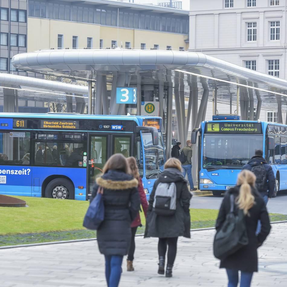 Elberfeld: Wuppertals Studenten verbringen zu viel Zeit in überfüllten Bussen