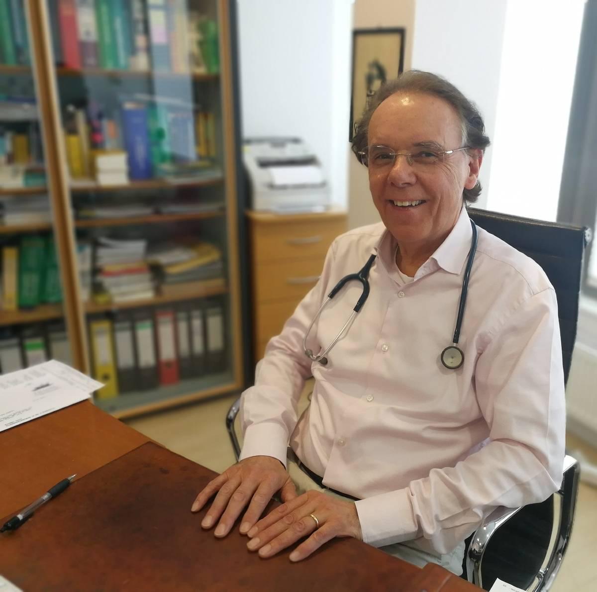 Düsseldorf: Kinderarzt Hermann Josef Kahl über die Impfpflicht