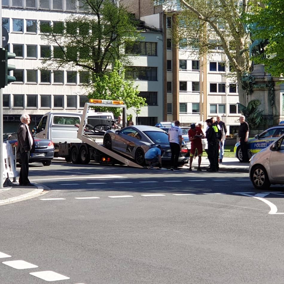 Car-Freitag in Düsseldorf: Polizei kontrollierte am Karfreitag getunte Fahrzeuge