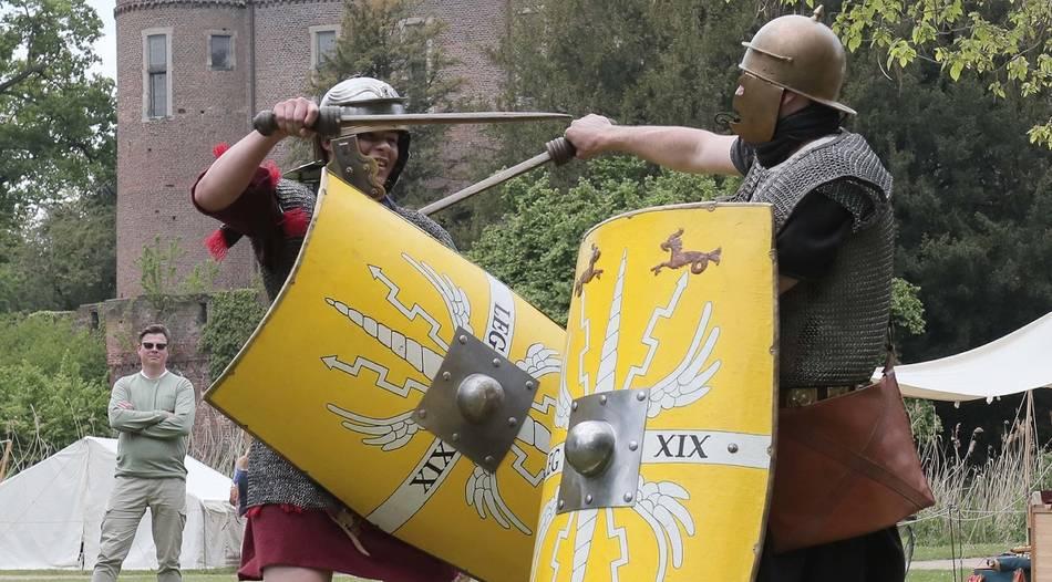 HISTORIEN-SPEKTAKEL: Römer übernehmen und belagern die Burg