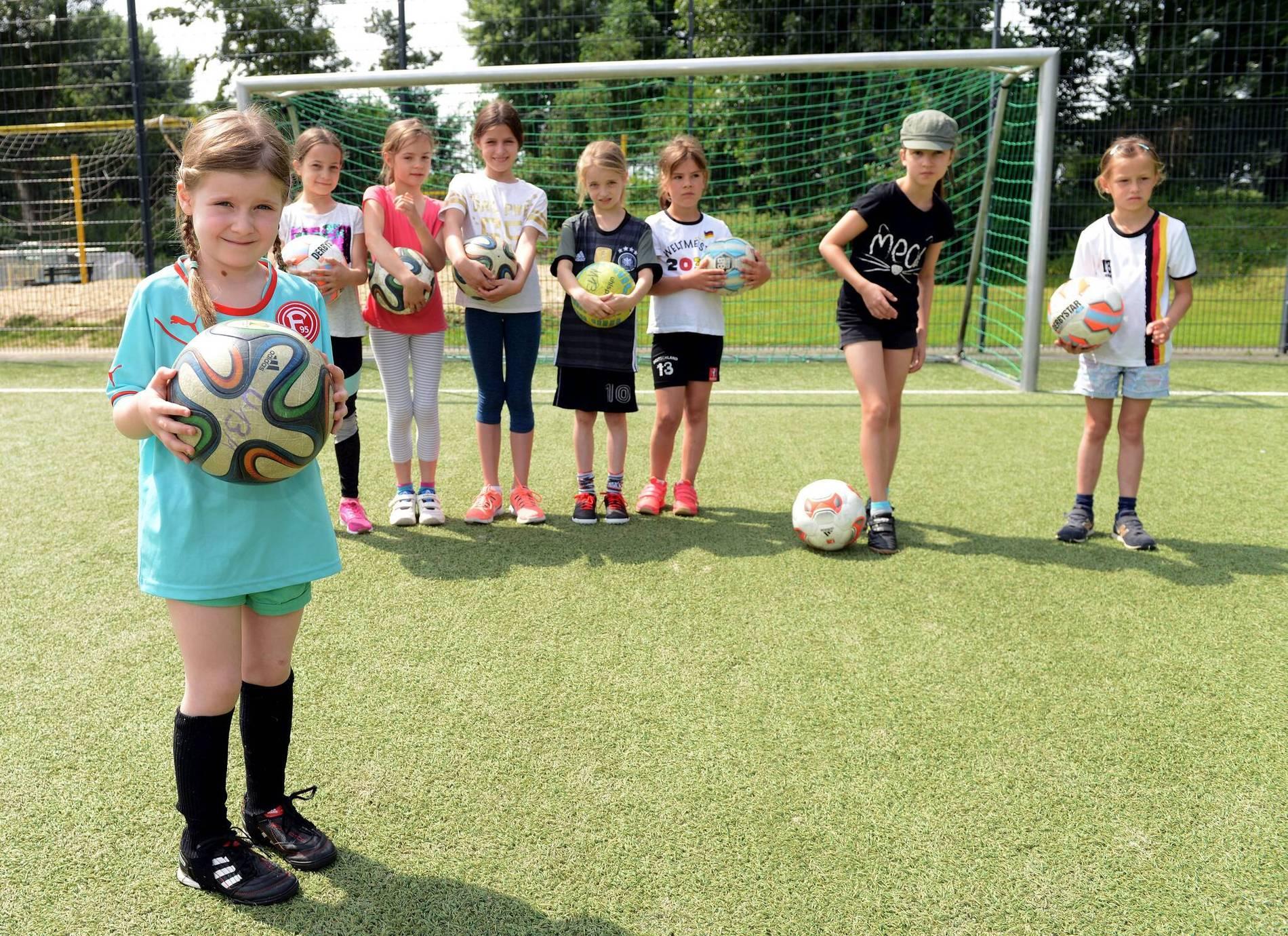 Madchen Fussball Cup Dusseldorfer Schul Turnier Wegen Hitze