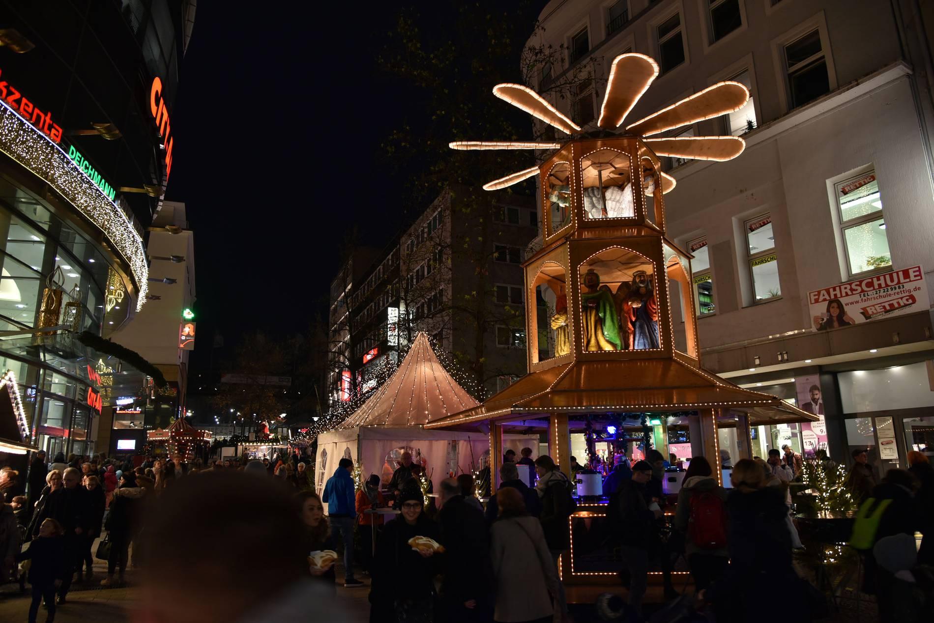 Weihnachtsmarkt Nach Weihnachten Noch Geöffnet Nrw.Essener Unternehmer Rettet Den Wuppertaler Weihnachtsmarkt 2019