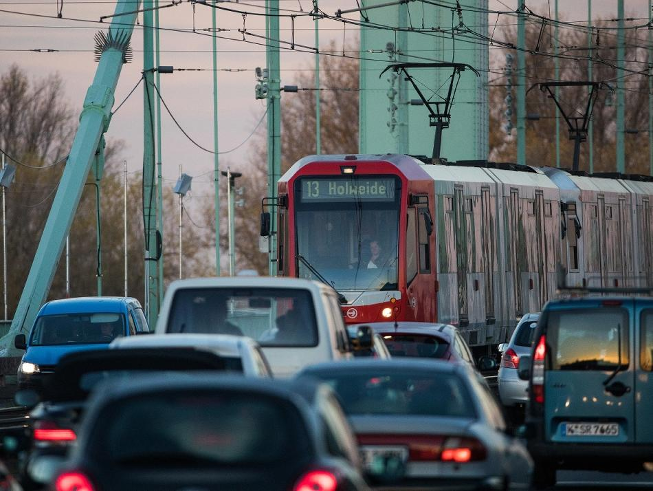 Verkehr: Verkehr Sperrung auf der Mülheimer Brücke an diesem Samstag