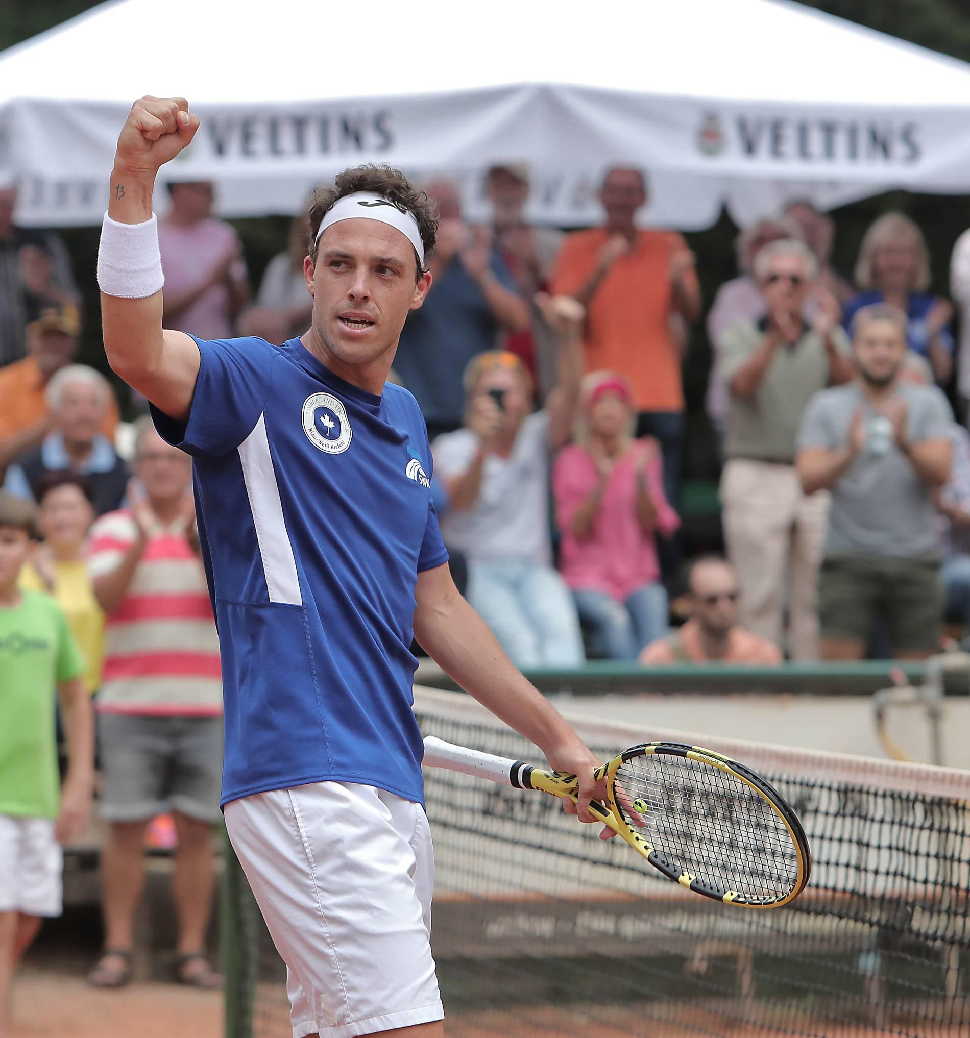 Tennis Blau Weiß