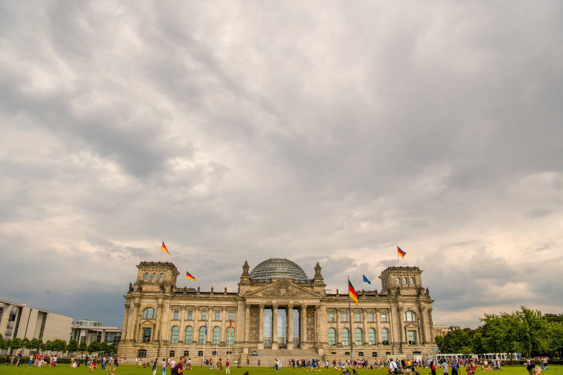 Neues Sicherheitskonzept: Der Bundestag gräbt sich ein  Neues Sicherhei...