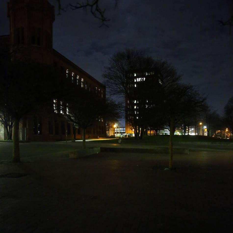Attacke in Mönchengladbach: Zwei Männer bedrängen Frau