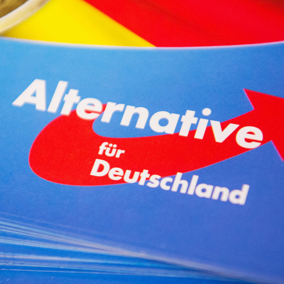 NRW: Auf Anfrage der AfD: Regierungsbehörde tippt Vornamen von Tatverdächtigen ab