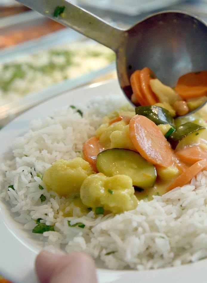 Essen: Fair gekochtes Essen in Schulen und Kantinen