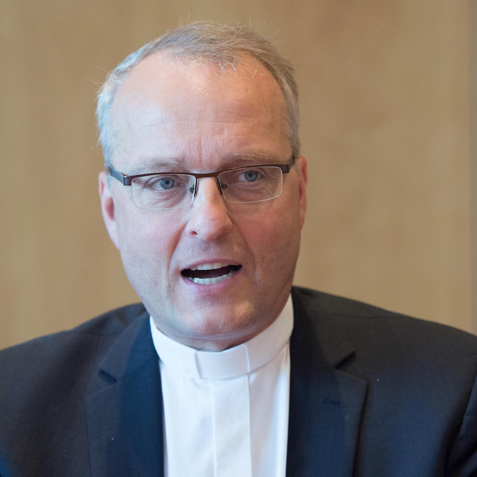 """""""Demokratiefeindlich"""": Landeskirche: Texte in rechter Zeitschrift von Landesbischof Rentzing unvertretbar"""