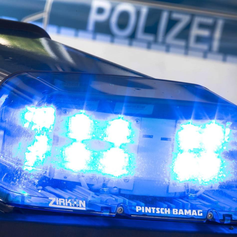 Handtaschenraub: Mann entreißt Krefelderin Handtasche auf Violstraße