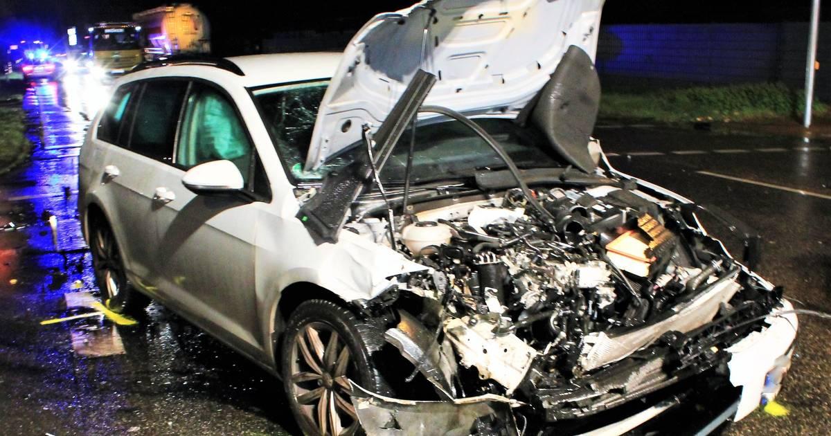 Schwalmtal: Lkw überrollt Auto auf Kreuzung - 33-Jähriger verletzt - Westdeutsche Zeitung