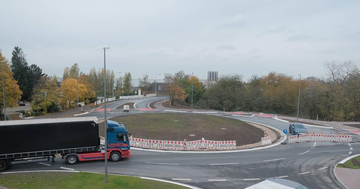 Krefeld: Kreisverkehr Floßstraße doch erst am Mittwoch fertig - Westdeutsche Zeitung