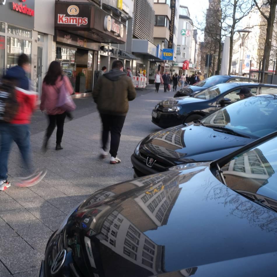 Mehr Kontrollen: Falschparker sollen in der Rheinstraße häufiger abgeschleppt werden