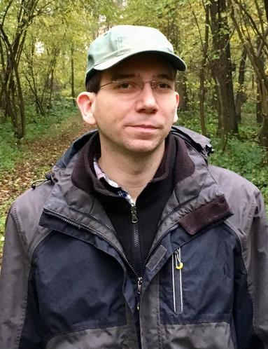 Revierförster Marco Müller im Wald in