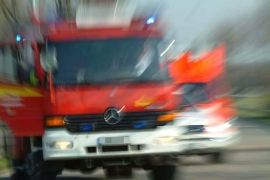 Feuerwehr: Feuerwehr löscht brennenden Saunaofen in Mehrfamilienhaus in Gerresheim