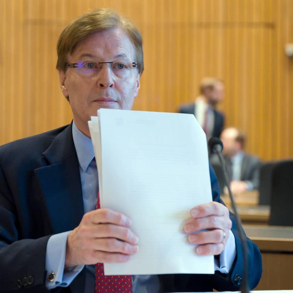 """Hacker-Affäre"": NRW-Justizminister Biesenbach weist Vertauschungsvorwürfe zurück"