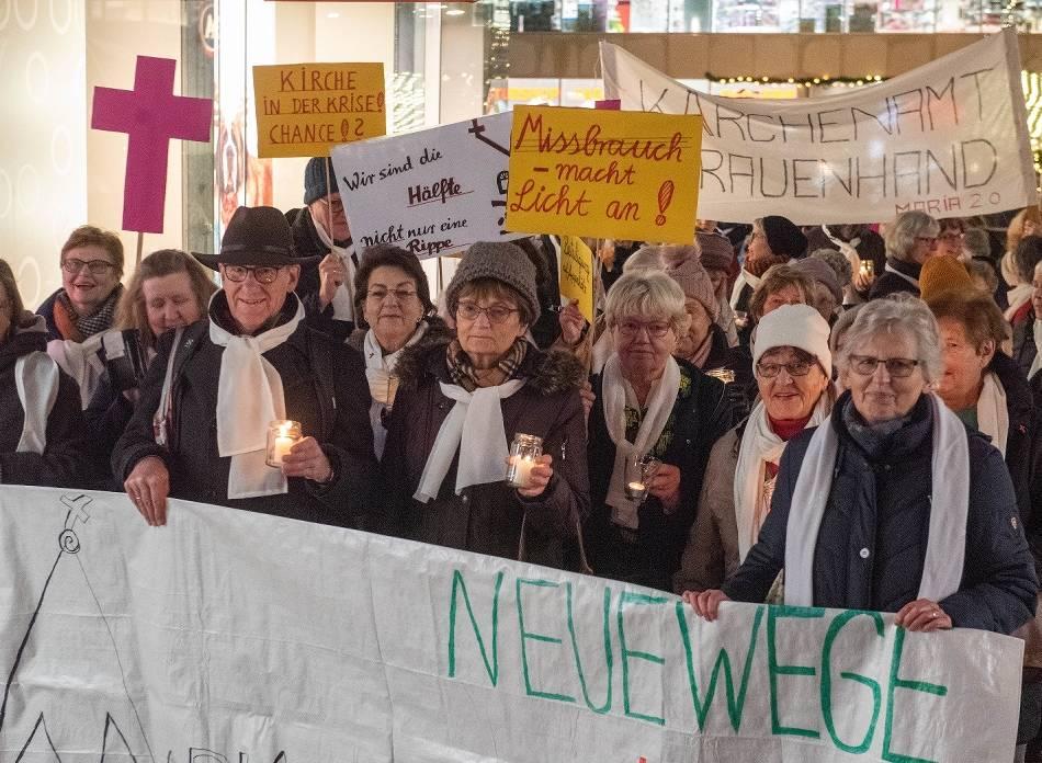"""Demonstration: Maria 2.0: """"Wir sind nicht nur eine Rippe"""""""