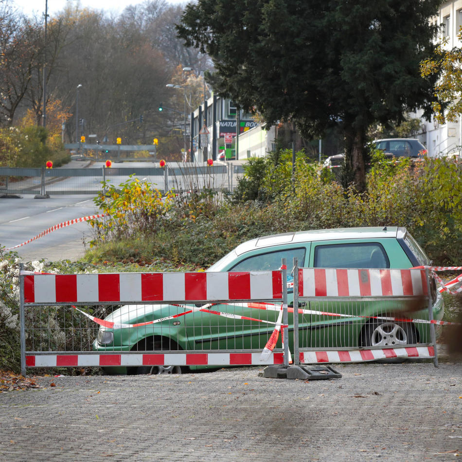 Ursachensuche geht weiter: Deutscher Ring: Betonplatte soll Leitungen sichern