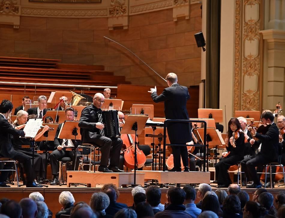 Konzert: Patrick Hahn brilliert in der Historischen Stadthalle