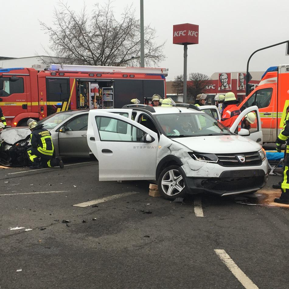 Untergath: Eine schwerverletzte Person nach Unfall in Krefeld