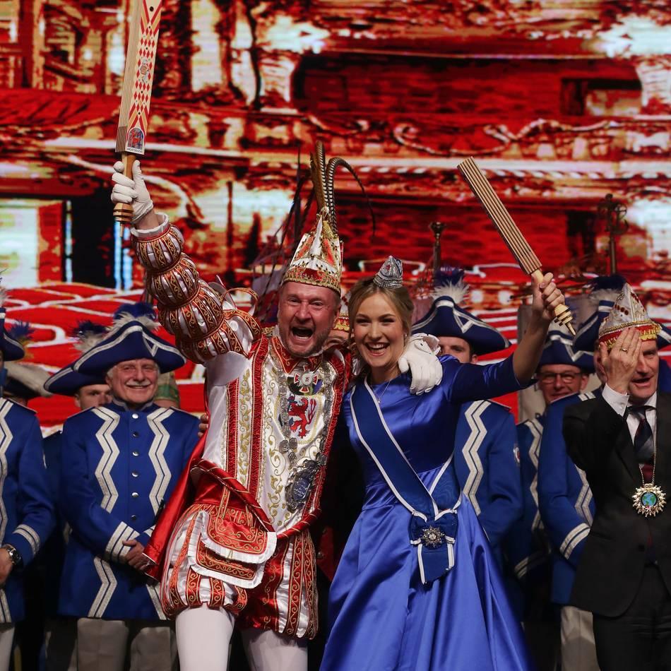 Karneval in Düsseldorf: Kein Toilettenbesuch - Venetia Jula von Hotel vor die Tür gesetzt