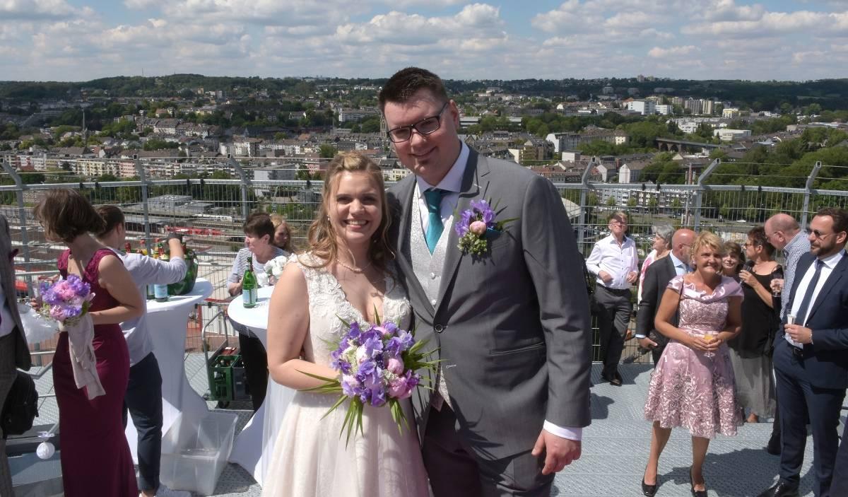 Erstes Wuppertaler Paar Heiratet Auf Dem Dach Des Gaskessels