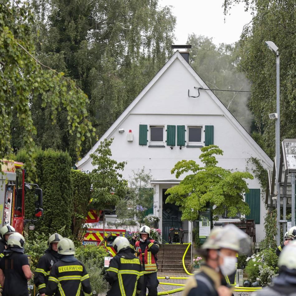Feuerwehreinsatz: Dachstuhl in Pflanzenhof am Katernberg brannte