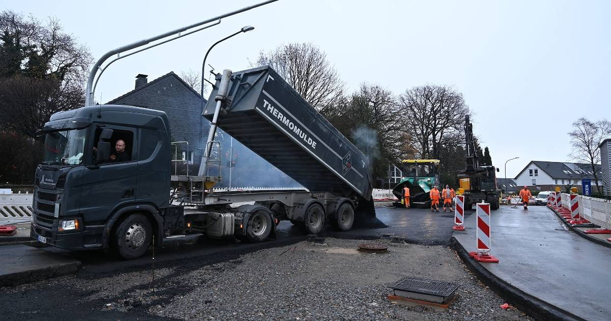 Bauarbeiten am Lichtscheider Kreisel in Wuppertal enden deutlich...