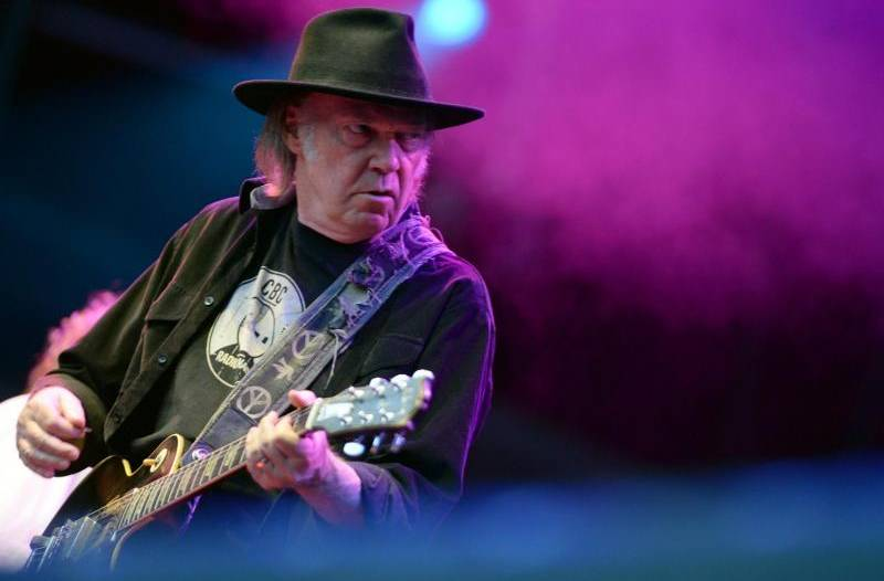Neil Youngs Super-Musikplayer nimmt Finanzhürde